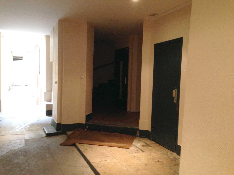 d coration d 39 un hall d 39 immeuble industrielle et parisienne de style. Black Bedroom Furniture Sets. Home Design Ideas