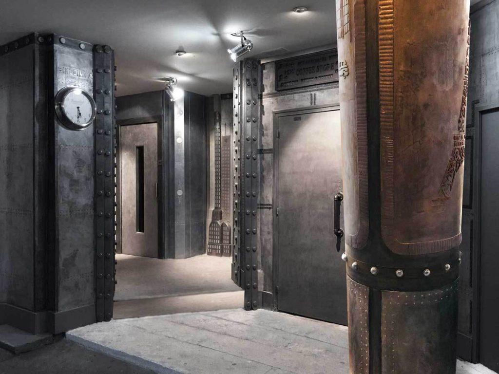 décor cinéma style industriel décoration murs métal riveté et boulonné