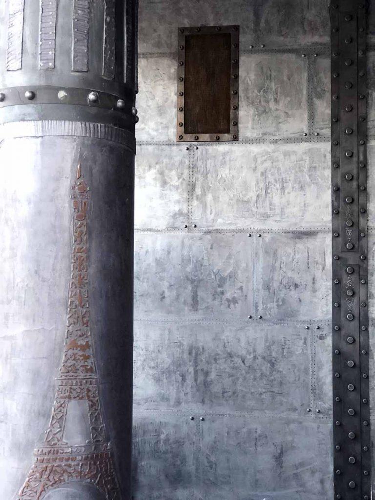 salle de sport style industriel avec murs metal et IPN style eiffel