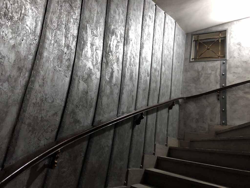 peintre décorateur trompe l'oeil métal avec murs style nautilus