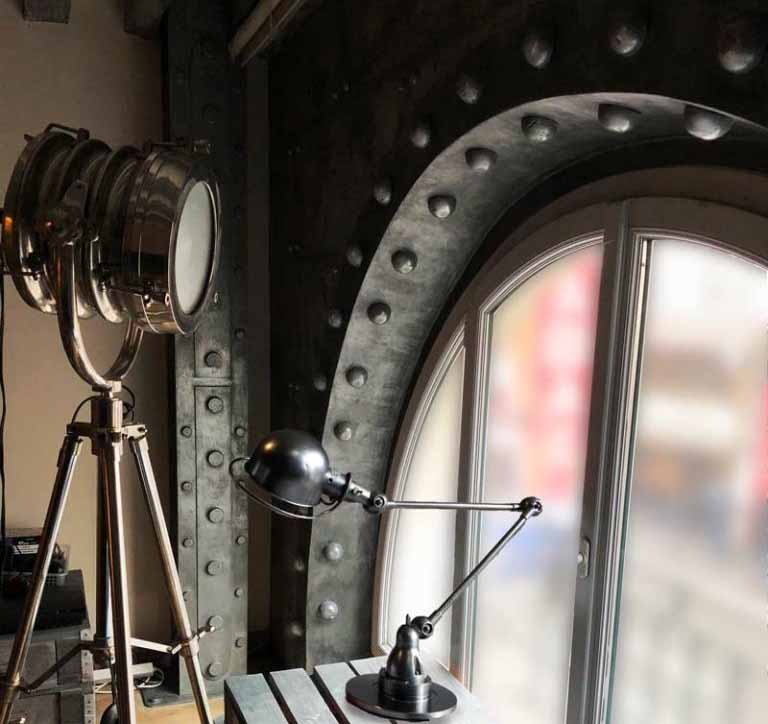 restaurant décoration murs style industriel murs style industriel métal et riveté en travaux