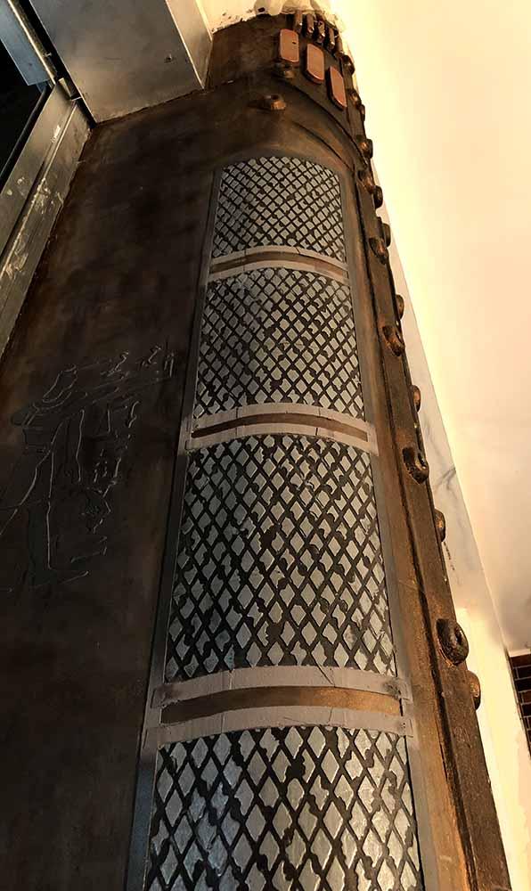 colonne metal murs style industriel